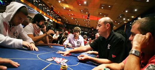 Как выиграть фриролл в покере?