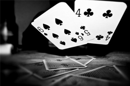 Покер онлайн и его отличия от реальной игры в покер.